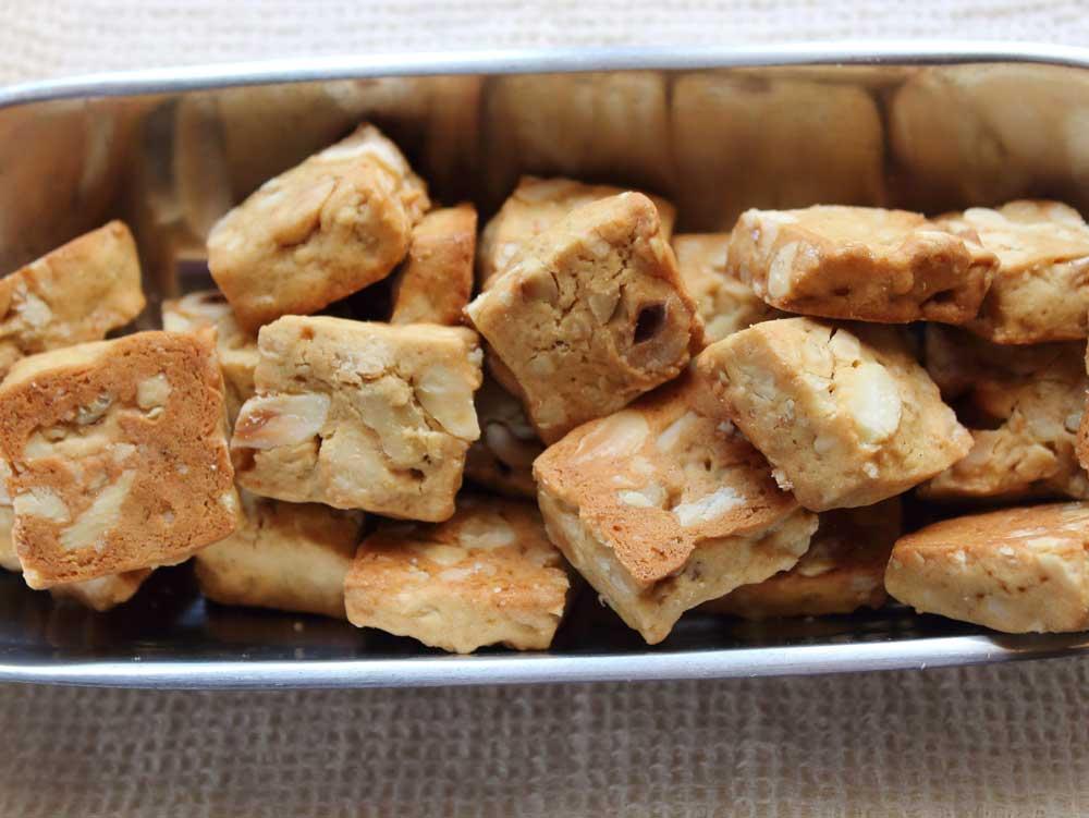 Biscottini-di-pasta-frolla-con-frutta--secca-1