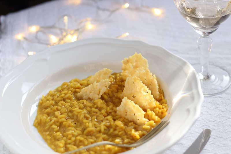 risotto-allo-zafferano-con-cialdine-di-formaggio-2